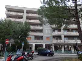 Poggiofranco Parco Domingo mq.120,ampio salone , cucina abitabile ,doppi servizi, 2 grandi camere e ripostiglio , doppi affacci con grandi balconi. termoautonomo , piano alto,portierato, euro 285000,00