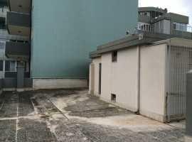 Via Puccini - volume tecnico con ampio terrazzo